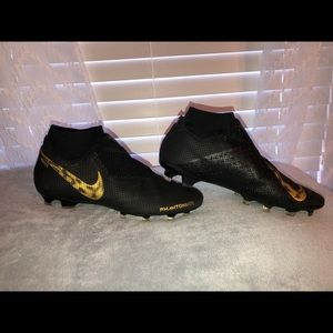 Nike phantom cleats (soccer)
